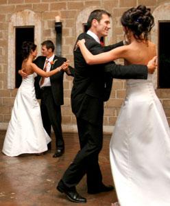 ما هي أنواع الرقصات التي ستختارينها في حفل زفافك؟